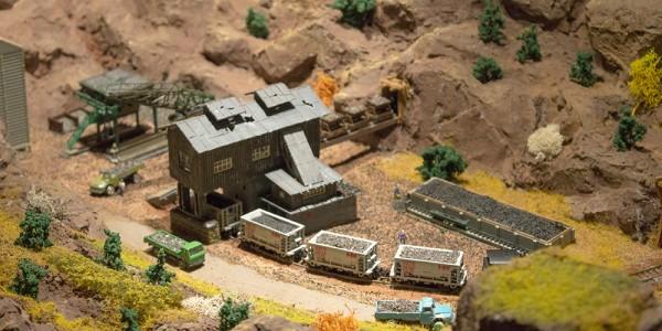 Az amerikai témájú asztalon egy nagy bánya-komplexumot találunk.
