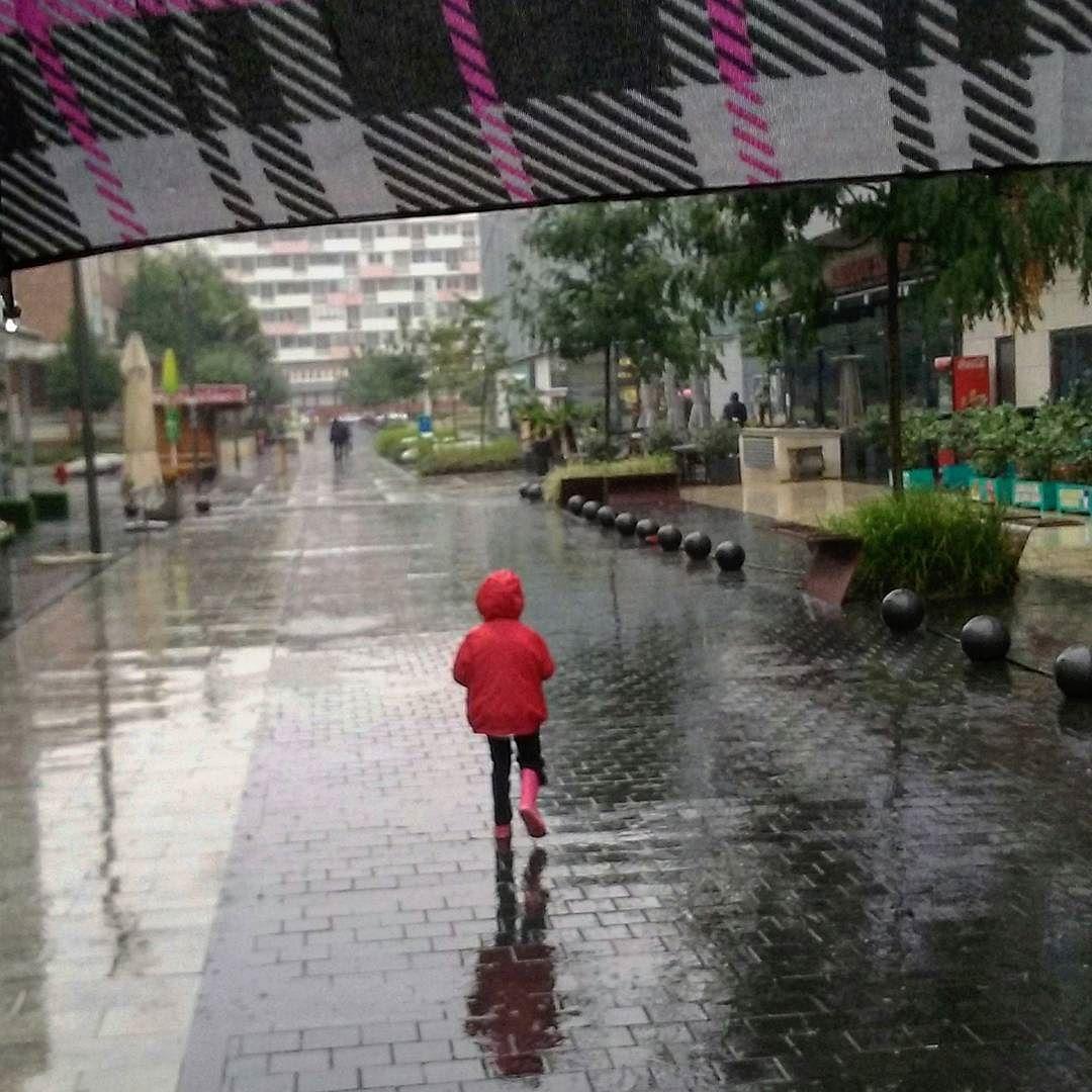 Esős reggel: irány az ovi!