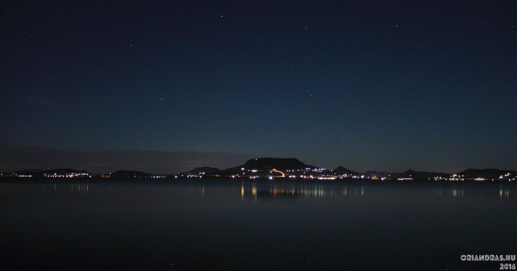 Nyári éjszaka a Balaton parton