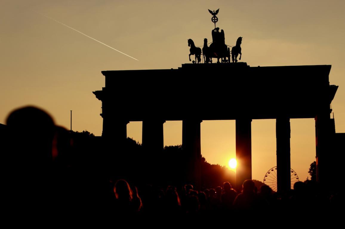 Helmut Kohl: A fal leomlásától az újraegyesülésig