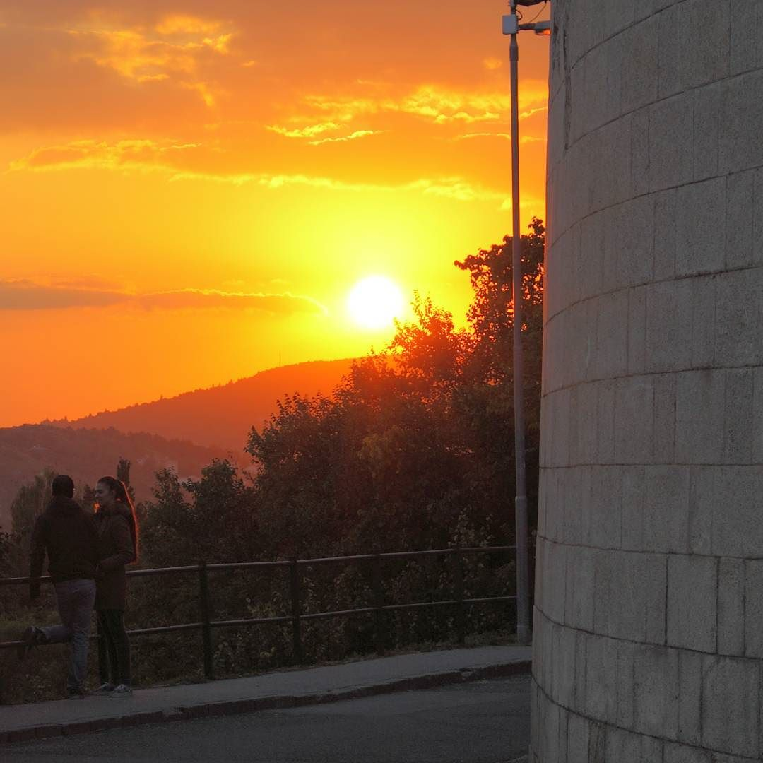 Őszi naplemente a Citadella falánál