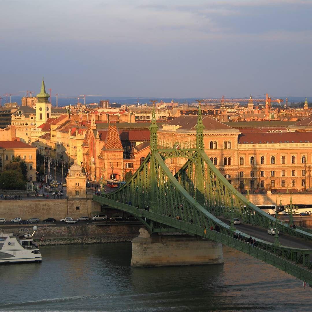 Késő délutáni kilátás a Szabadság-híd irányába