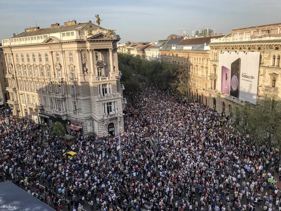 Miért volt értelmetlen a tegnapi százezres tüntetés?